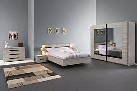 Slaapkamer met bed 140x200cm - kleerkast 250cm