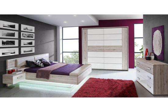 Slaapkamer met bed 160x200cm - kleerkast 231cm